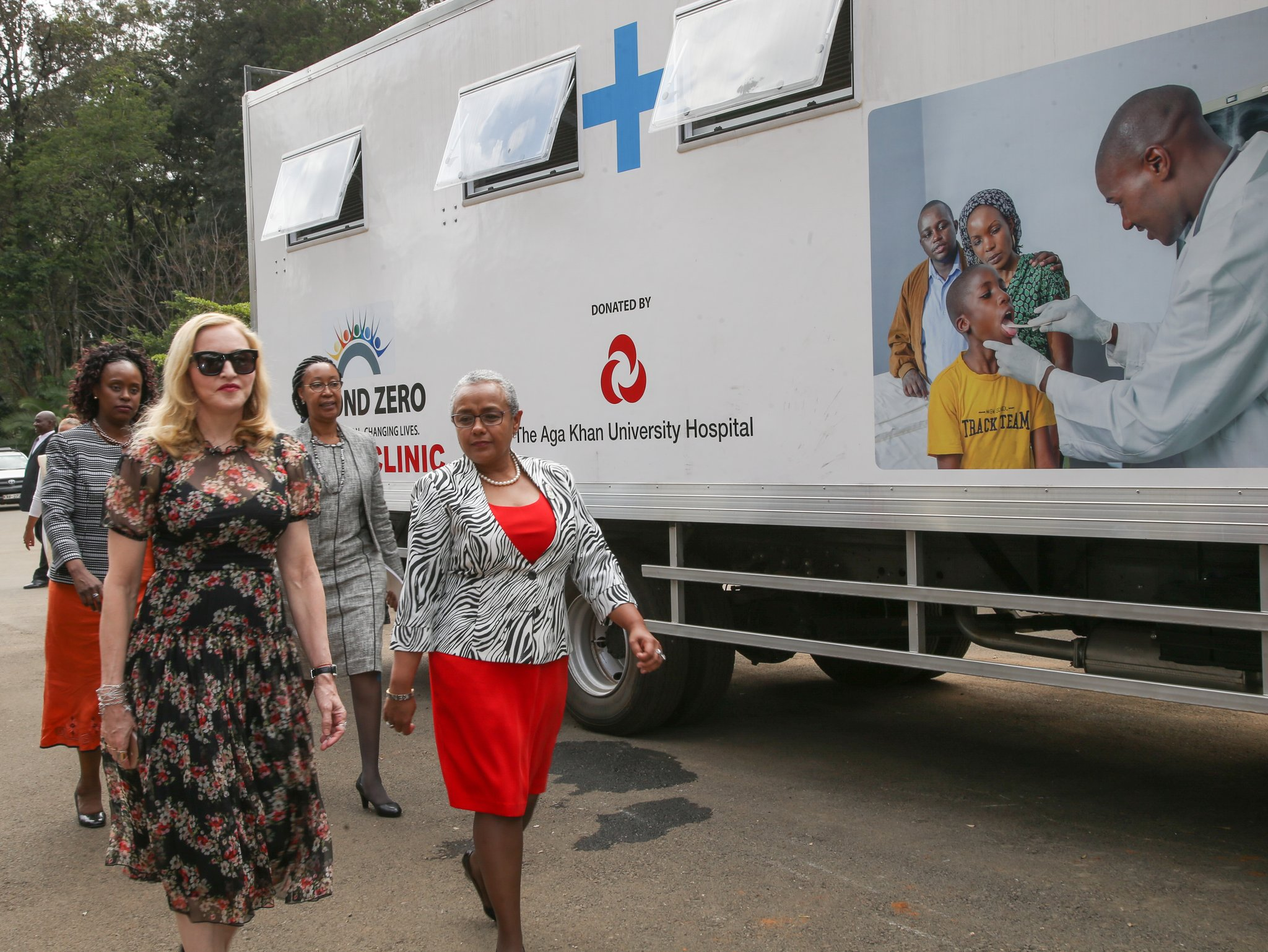 20160704-news-madonna-first-lady-kenya-09