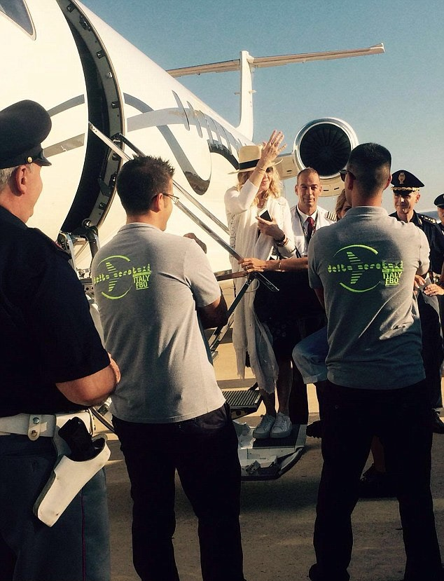 20160801-pictures-madonna-brindisi-airport-italy-01