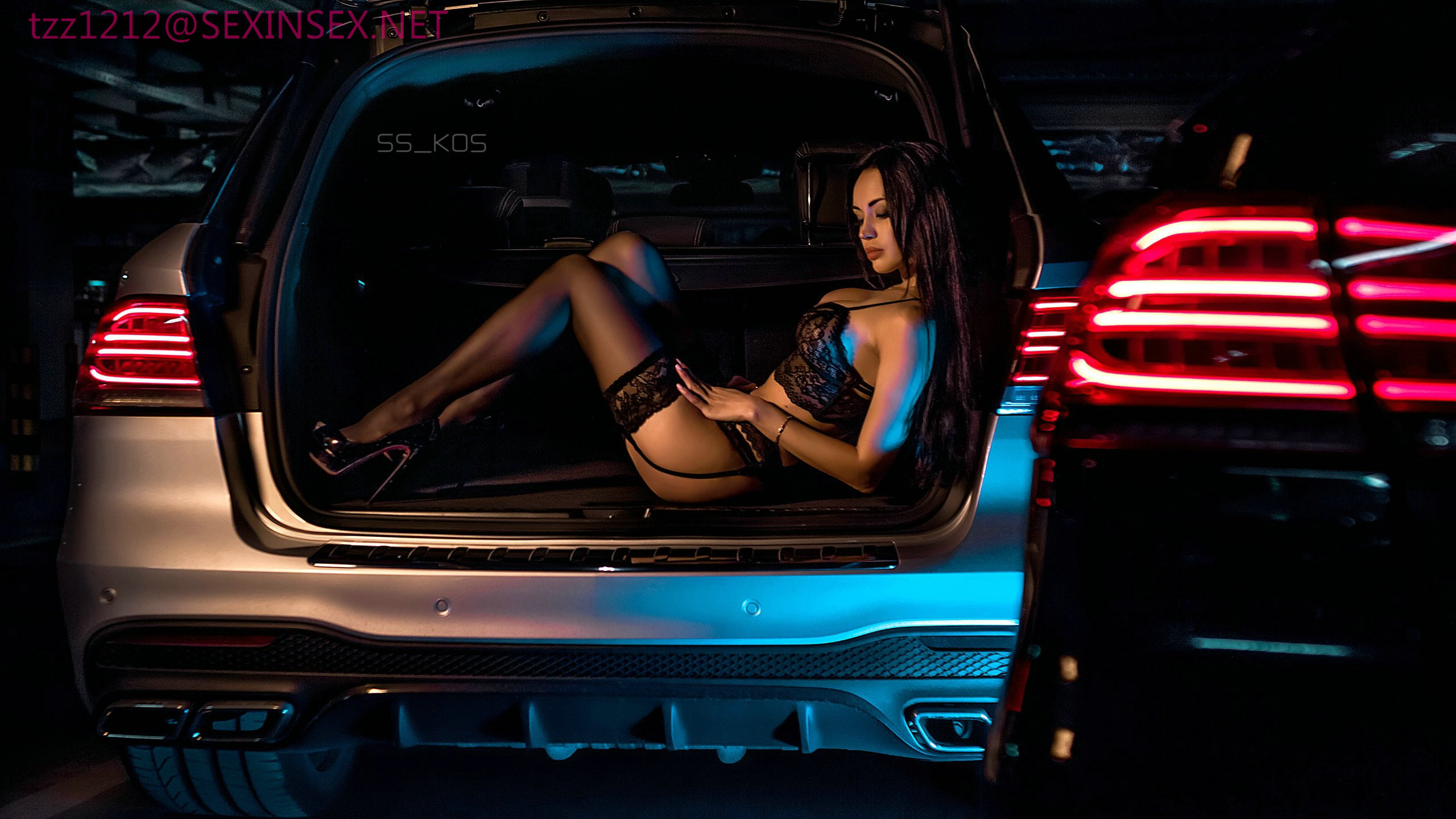 девушка на багажнике мустанга без смс